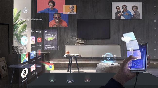 LG유플러스에서 출시한 U+리얼글래스를 착용하면 스마트폰 정보들이 투영된다. [엔리얼]