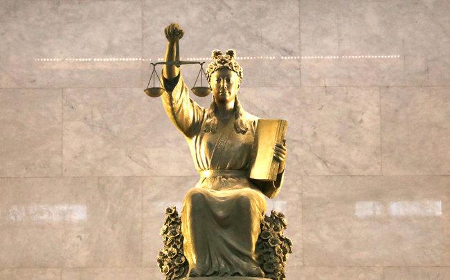법을 대표하는 상징물인 '정의의 여신상'. [뉴시스]