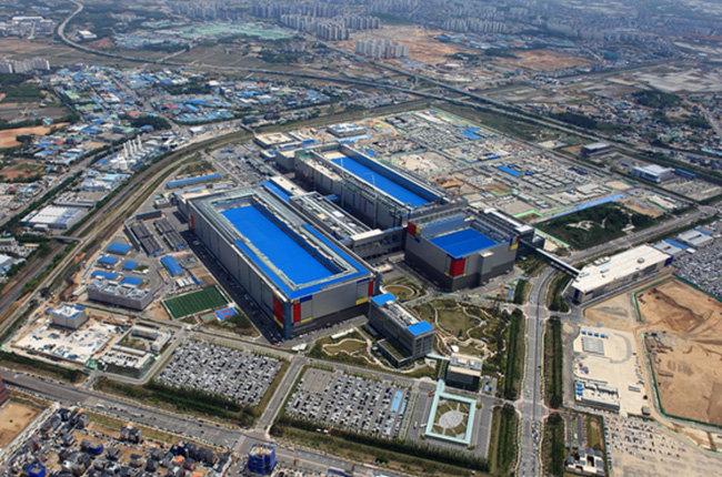 삼성전자가 가동하고 있는 세계 최대규모의 반도체 공장인 평택 2라인. [삼성전자]