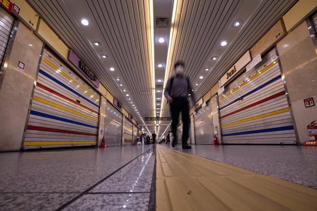 9월24일 점심시간에도 서울 종로구 종각역 지하상가들이 영업을 개시하지 않고 있다. [조영철 기자]