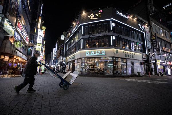9월23일 저녁 서울 종로구 종각역 일대 거리가 예년과 달리 한산한 모습을 보이고 있다. [박해윤 기자]