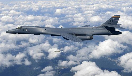 죽음의 백조라 불리는 B-1B 폭격기. [공군 제공]