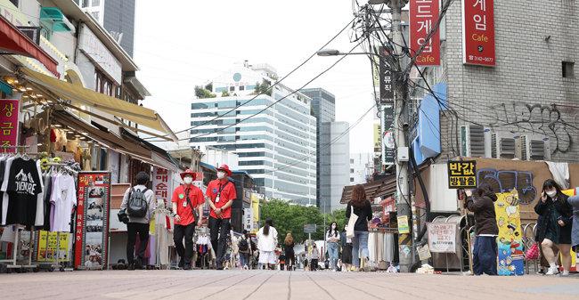 5월14일 오후 서울 마포구 홍대 인근 거리. 예년과 달리 한산한 모습을 보였다. [뉴스1]