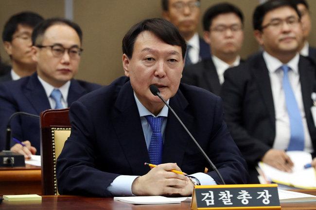 지난해 10월 17일 국감에 출석한 윤석열 총장. [뉴스1]