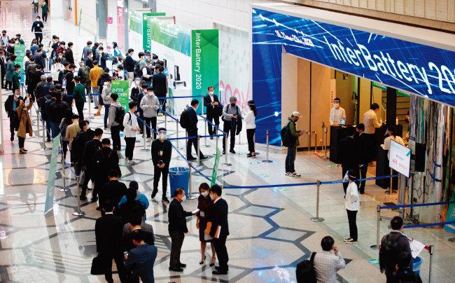 21일 오전 서울 강남구 코엑스에서 세계 3대 전지산업전으로 꼽히는 인터배터리 2020이 열렸다. [뉴스1]