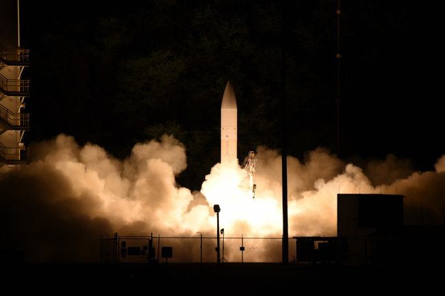 미국이 2020년 3월 하와이에서 극초음속 미사일을 시험 발사하고 있다. [미 국방성 제공]