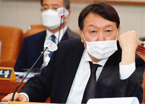 10월22일 국정감사에 출석한 윤석열 검찰총장. [사진=뉴시스]