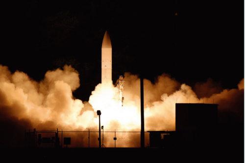미국이 2020년 3월 하와이에서 극초음속 미사일을 시험 발사하고 있다. [사진=미국방성 제공]