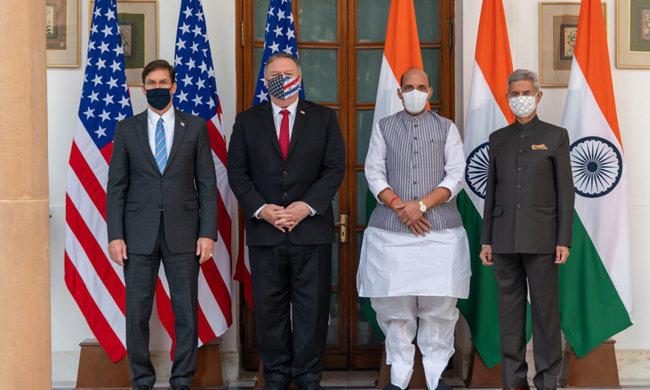 미국과 인도의 외교 및 국방장관들이 10월 2+2 회담에 앞서 사진을 찍고 있다. [US DOS]
