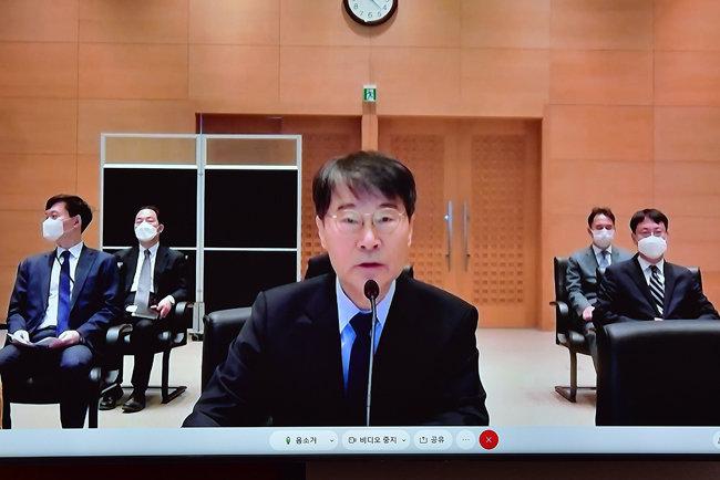 장하성 주중대사가 10월 21일 서울 여의도 국회에서 열린 외교통일위원회 화상 국정감사에서 업무보고를 하고 있다. [뉴스1]