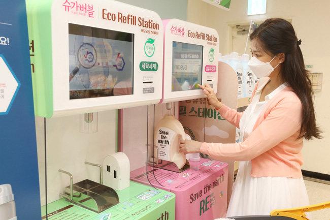 소비자들은 최대 39% 저렴한 가격에 리필 제품을 살 수 있다. [이마트]