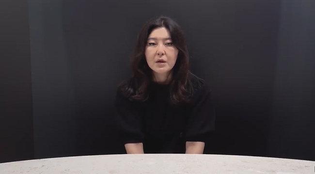 '뒷광고'와 관련해 사과 방송을 하고 있는 스타일리스트 한혜연. [유튜브 채널 슈스스tv 캡쳐]