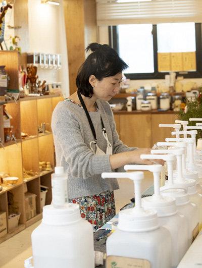 고금숙 대표는 소분 판매를 위해 '맞춤형 화장품 제조관리사' 자격증을 취득했다. [지호영 기자]
