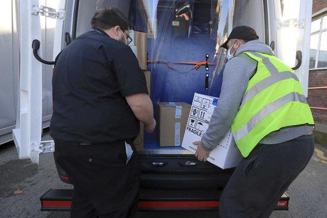 12월 8일(현지시각) 영국이 구입한 화이자·바이오엔테크 코로나19 백신이 영국과 프랑스 사이의 해저터널