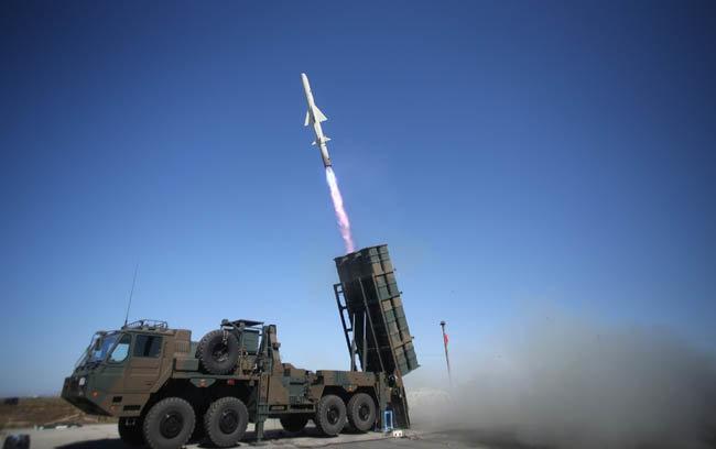 일본 육상자위대가 12식 지대함 유도탄을 시험 발사하고 있다. [JGSDF]