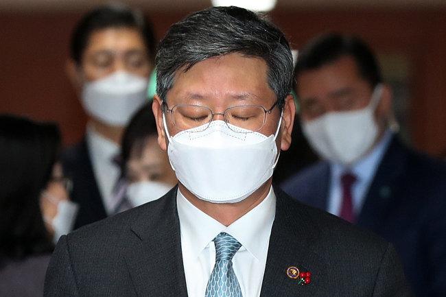 이용구 법무부 차관이 22일 서울 종로구 정부서울청사에서 열린 국무회의에 참석하고 있다. [뉴스1]