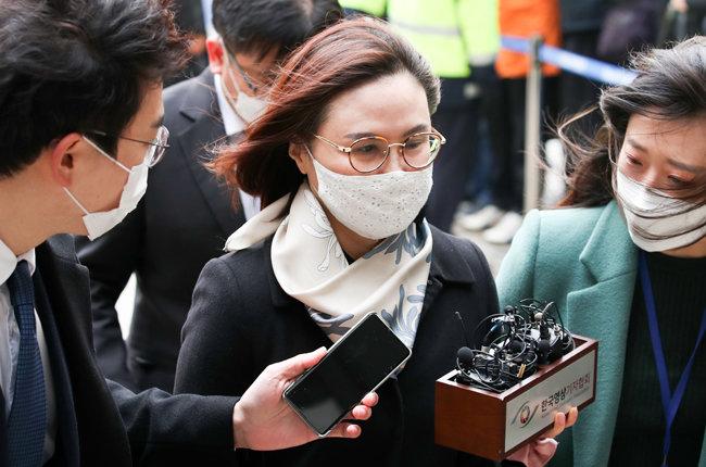 12월 23일 조국 전 법무부 장관의 부인 정경심 동양대 교수가 1심에서 징역 4년형을 선고받았다. [뉴시스.]
