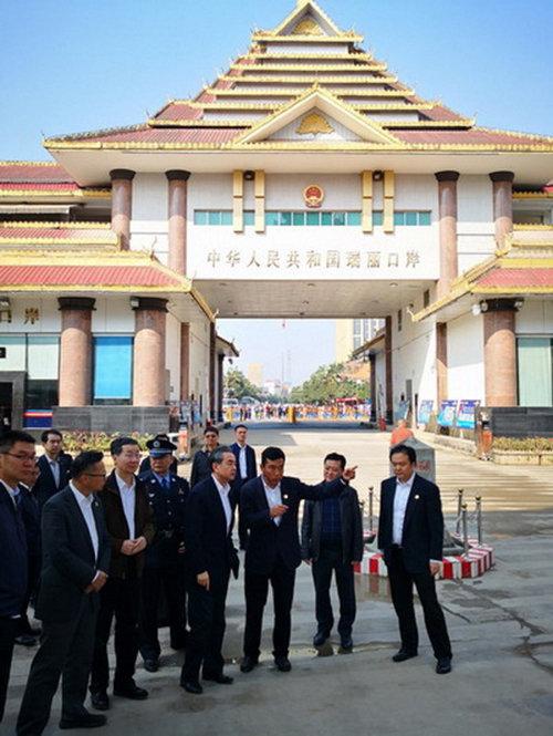 왕이 중국 외교부장 등 중국 관리들이 미얀마 인근 국경 지대를 시찰하고 있다. [중국 외교부]