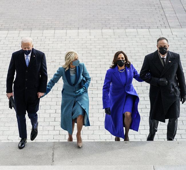 1월 20일(현지시각) 미국 워싱턴 국회의사당에 조 바이든 대통령, 질 바이든 여사, 카멀라 해리스 부통령, '세컨드 젠틀맨(second gentleman·부통령 남편)' 더그 엠호프 변호사(왼쪽부터)가 도착했다.