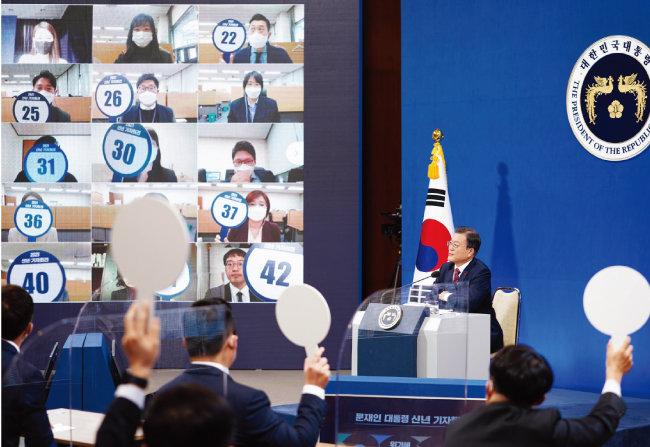 1월 18일 문재인 대통령이 청와대 춘추관에서 신년 기자회견을 하고 있다.  [동아DB]