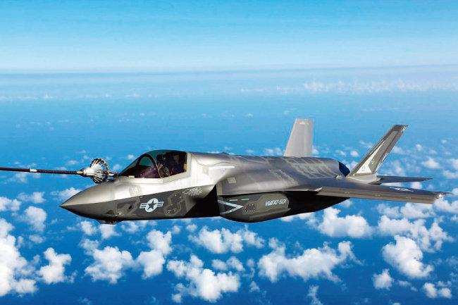 한국군이 경항공모함 함재기로 도입하려는 F-35B. [사진 제공 · 미국 해병대]