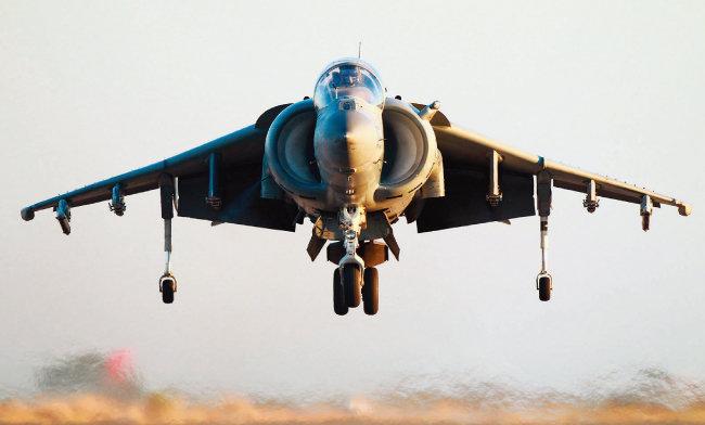 1969년 영국이 세계 최초로 도입한 수직이착륙 전투기 해리어(Harrier). [사진 제공 · 미국 해병대]