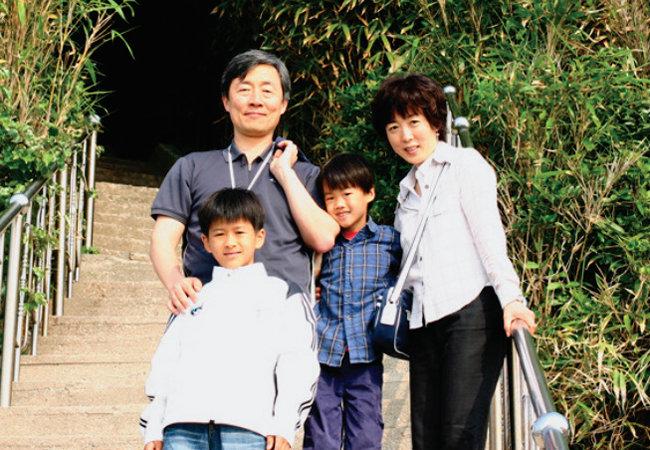 최재형 감사원장 가족 사진. [한국입양홍보회 홈페이지 캡처]