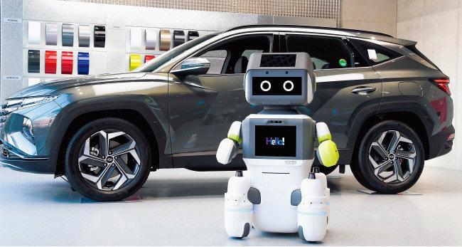 최근 현대자동차그룹은  고객과 대화가 가능한 인공지능(AI) 로봇을 개발해 자동차 전시장에 비치했다. [사진 제공 · 현대자동차그룹]