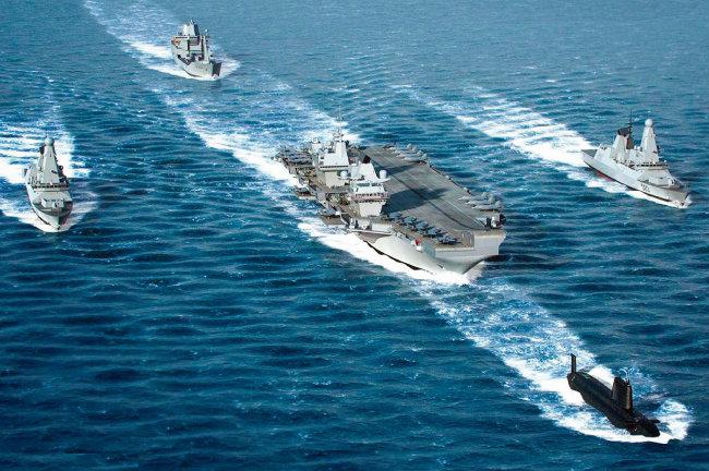 올해 하반기 인도·태평양 지역에서 일본 해상 자위대와 공동 훈련 예정인 영국의 퀸엘리자베스호 항공모함 전단. [Royal Navy]