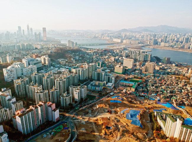서울 동작구 흑석동 전경. 서울 재개발 공급의 핵심 입지는 뉴타운 사업지다. [동아DB]