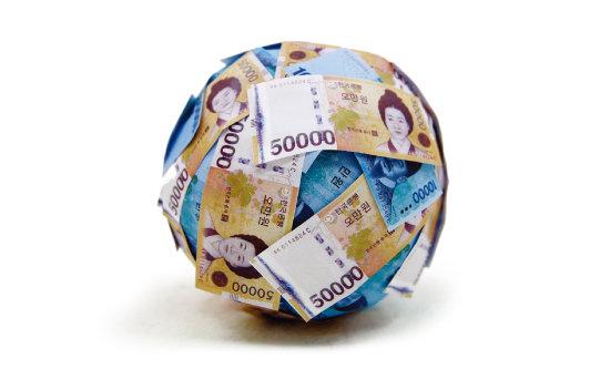 연금 수익률을  높이기 위해선  글로벌 자산으로  눈을 돌려야 한다. [동아DB]