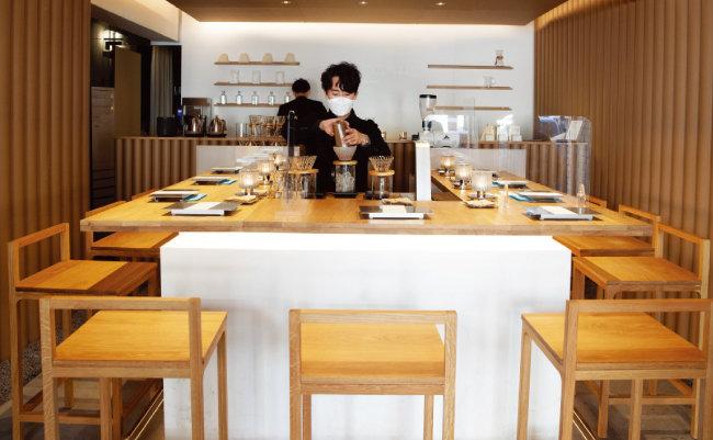 페어링 테이블에서는 공통 관심사를 가진 이들과 커피를 즐기며 이야기를 나눌 수 있다.