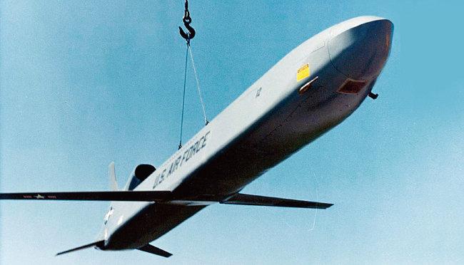 미군의 '적 전자장치를 파괴하고자 미사일에 탑재하는 고출력 마이크로웨이브 무기' CHAMP.  [사진 제공 · 미국 공군]