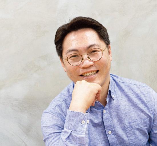 김성일 씨는  투자 경험이 적을수록 다양한 자산에  투자할 것을 권한다. [홍태식]