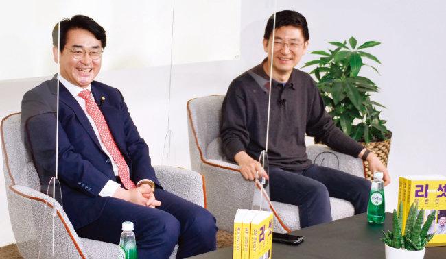 더불어민주당 박용진 의원(왼쪽)과 김세연 전 미래통합당(현 국민의힘) 의원이 2월 24일 대담집 '리셋 대한민국' 화상 기자간담회에서 발언하고 있다. [사진 제공 · 오픈하우스]