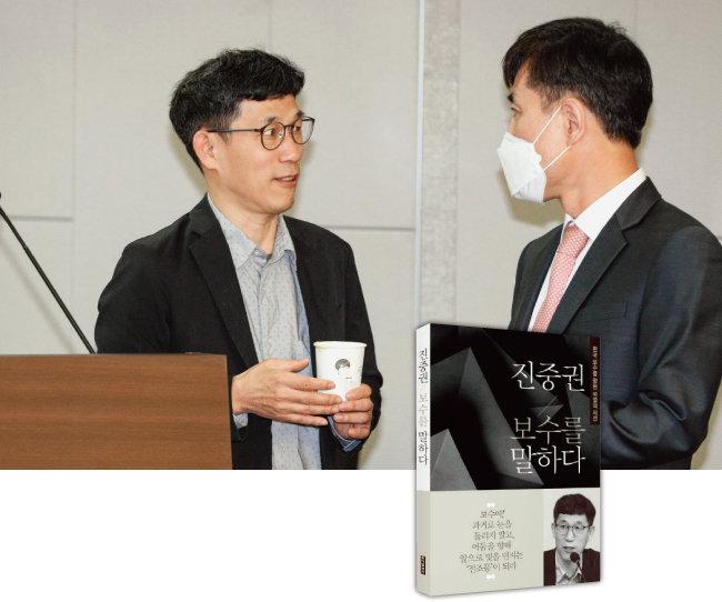 진중권 전 동양대 교수(왼쪽)가 지난해 5월 15일 서울 여의도 국회에서 열린 '제21대 총선을 말하다!  길 잃은 보수정치, 해법은 무엇인가' 포럼에서  국민의힘(당시 미래통합당) 하태경 의원과 대화하고 있다. [뉴스1]