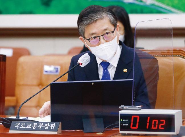 3월 9일 서울 여의도 국회에서 열린 국토교통위원회 전체회의에 출석한 변창흠 국토교통부 장관.  [뉴시스]