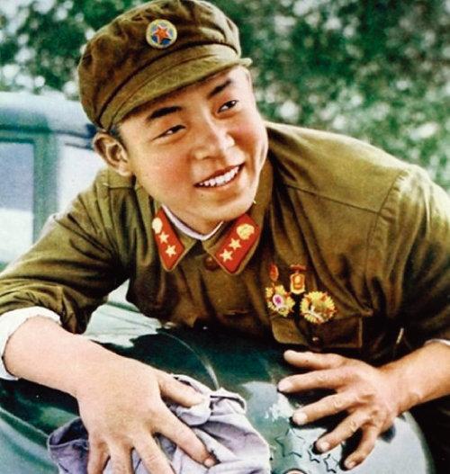 중국공산당이 '모범적 공산주의자'로 선전하는 레이펑(雷鋒). [위키피디아]