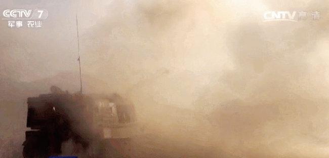 중국북방공업이 개발한 PLZ-05 자주포. 포탄 발사 시 차체가 심하게 요동친다. [중국 CCTV 캡처]