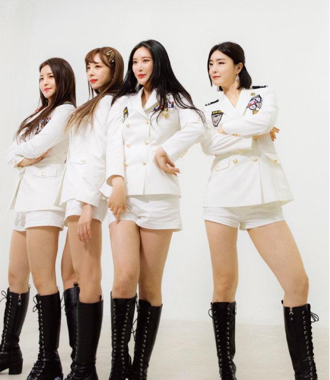 발매 4년 만에 '롤린'으로 SBS 인기가요 1위를 차지한 브레이브걸스. [박해윤 기자]