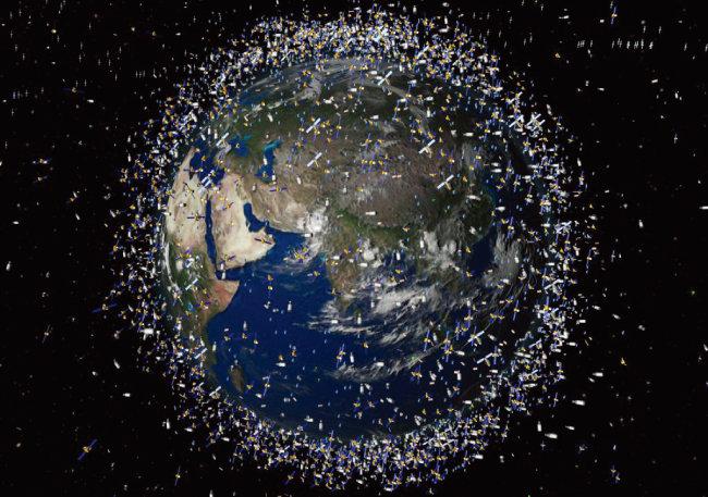 7000t에 달하는 우주 쓰레기를 어떻게 처리할 것인가를 두고 전 세계가 연구 중이다. [위키미디어]