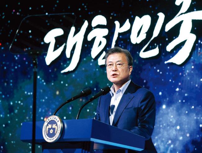 3월 25일 전남 고흥 나로우주센터에서 열린 '누리호 종합연소시험 참관 및 대한민국 우주전략 보고회'에 참석한 문재인 대통령. [동아DB]