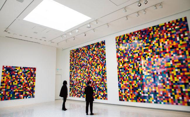 국내에 들어온 독일 추상 미술가 게르하르트 리히터의 작품.  이번에 전시된 리히터 작품은 2007년 작인 '4900가지 색채' 9번째 버전이다. [조영철 기자]