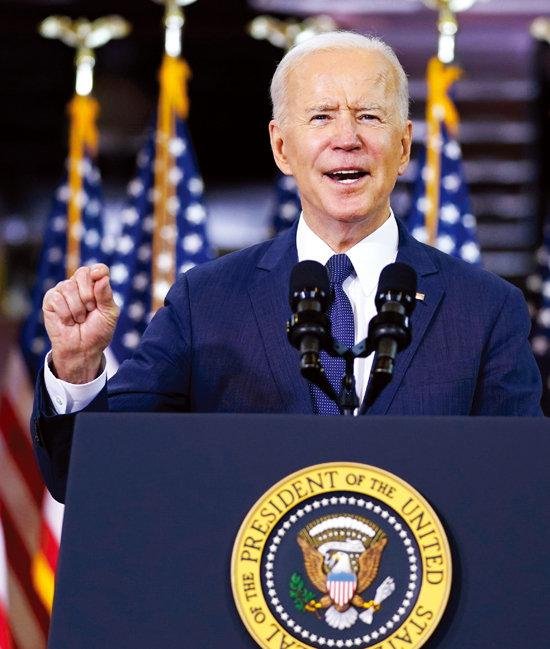 3월 31일 조 바이든 미국 대통령이 2조 달러가 넘는 대규모 부양책을 발표했다. [AP=뉴시스]
