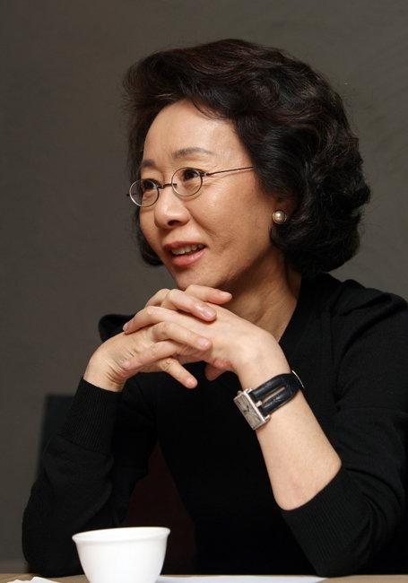 2009년 인터뷰 중인 윤여정. [동아DB]