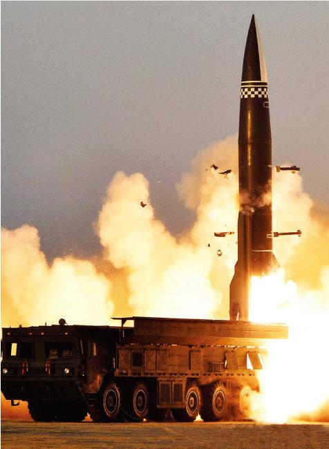 3월 25일 북한은 동해 방향으로 탄도미사일 2기를 발사했다. [뉴스1