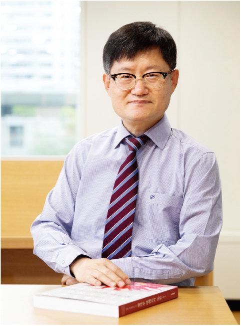 서정혁 씨는 책이 환자는 물론 동료 의사들에게도 도움이 되기를 바랐다. [지호영 기자]