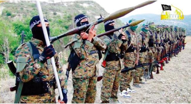 동투르키스탄 이슬람운동(ETIM) 전사들이 아프가니스탄에서 중국과의 무력 투쟁을 다짐하고 있다. [ETIM 트위터]