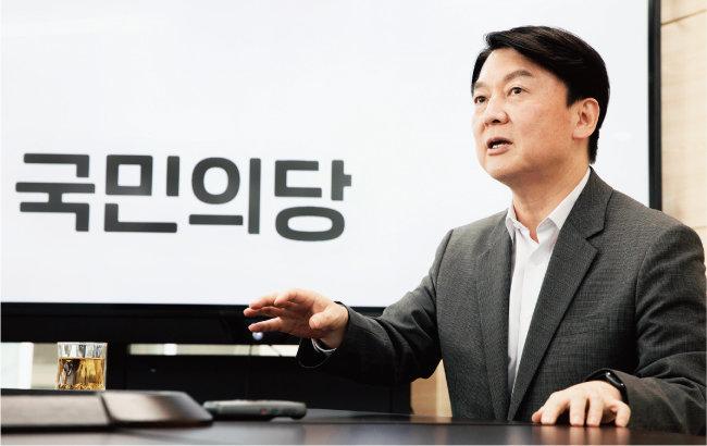 국민의당 안철수 대표가 5월 3일 서울 여의도 국민의당 당사에서 야권 대통합 비전을 설명하고 있다. [박해윤 기자]