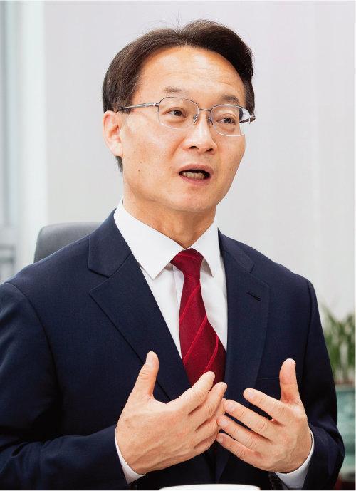 국민의힘 조해진 의원이 5월 4일 서울 여의도 국회 의원회관에서 당대표 경선 공약을 설명하고 있다. [지호영 기자]